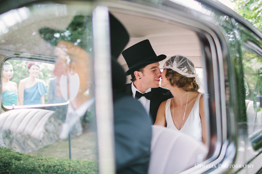 Great Gatsby couple kissing in vintage car in Vancouver Island wedding
