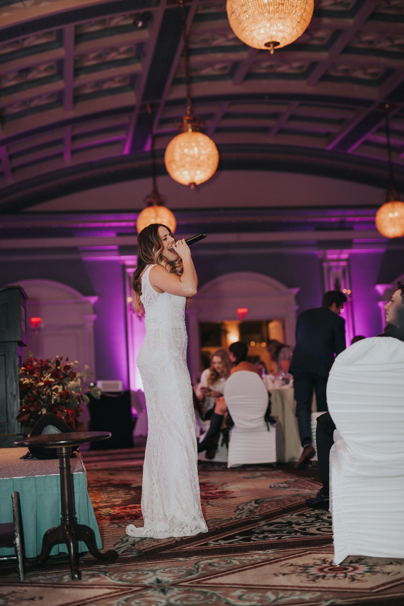 Eva of Beauty Bride serenades guests at the 2016 Vancouver Island Wedding Awards