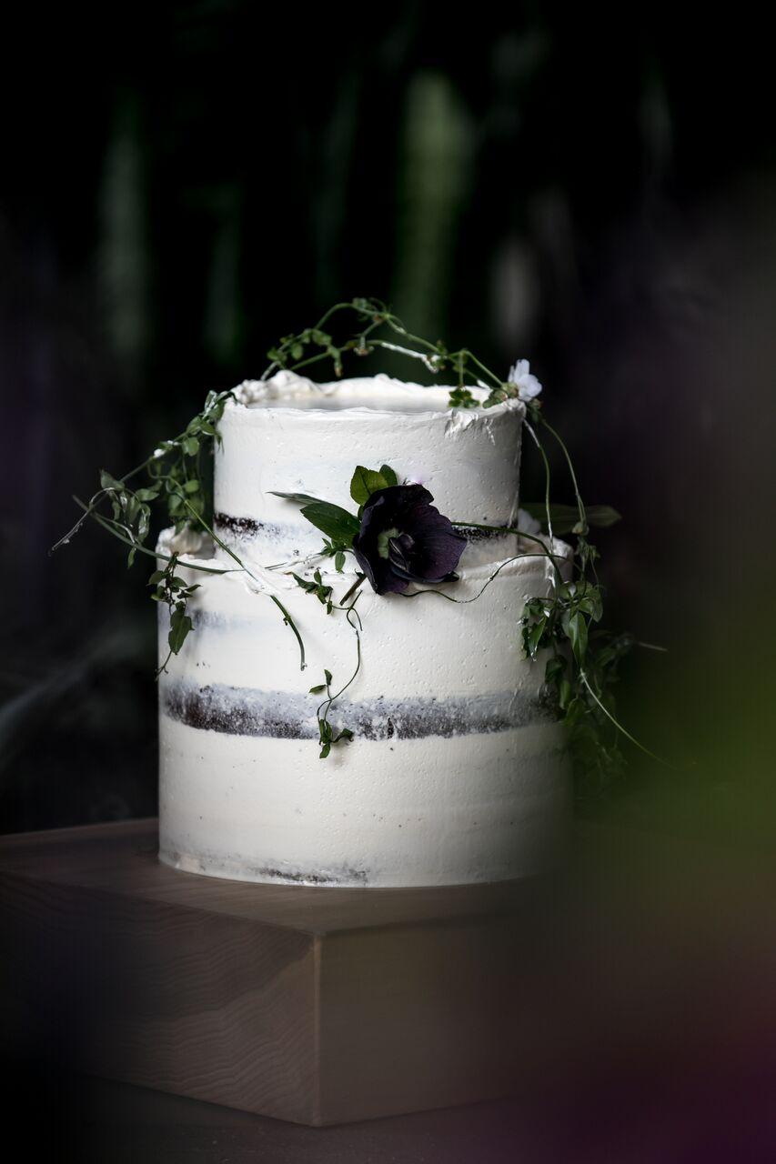 Eco Wedding Cake Eco Chic Wedding with Stylish Foraged Greenery Details West Coast Weddings Magazine