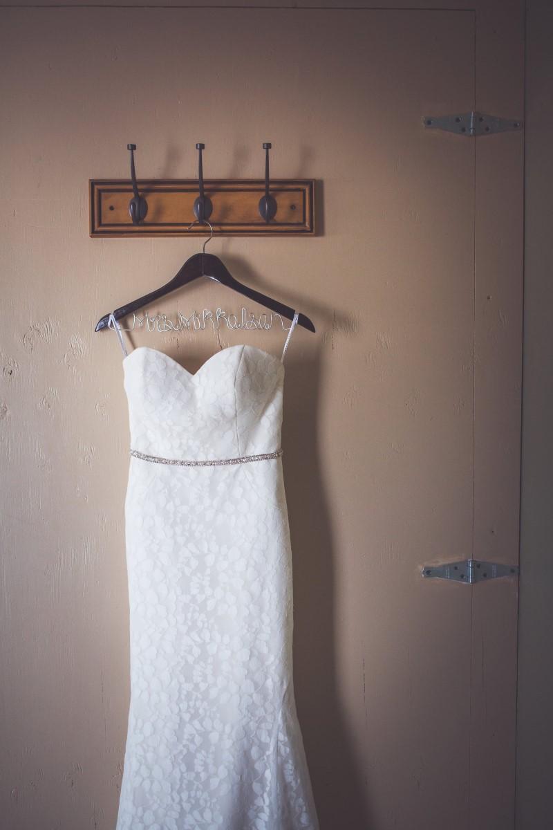 Beautiful West Coast Wedding by Chelsea Dawn Photography | Luz Bridal | Hudsons Bay | Outlooks for Men | Thrifty Foods | Mount Washington | West Coast Weddinss Magazine | BC Wedding Magazine