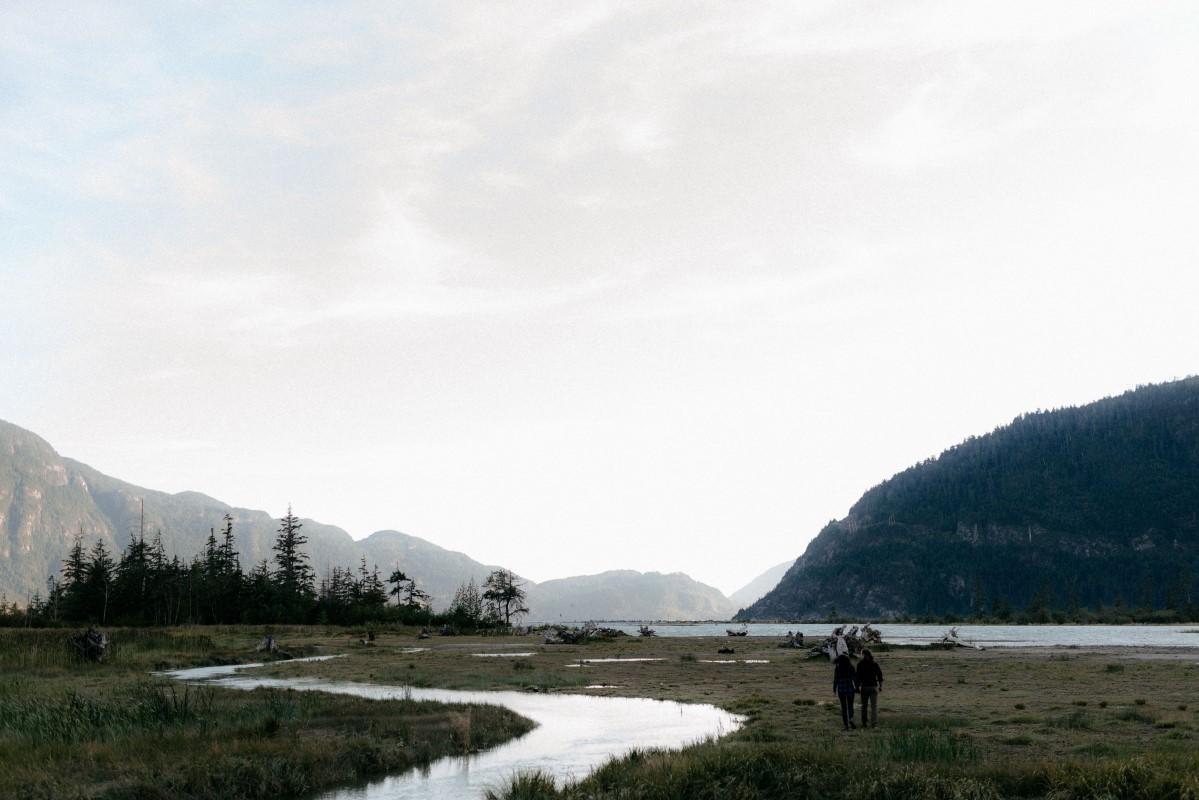 Squamish Engagement Photos by Hennygraphy West Coast Weddings Magazine Couple walk towards mountains