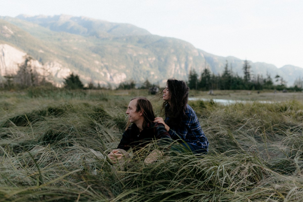 Squamish Engagement Session by Hennygraphy Vancouver Wedding Magazine Couple in tall grass