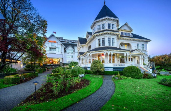 Kelsey Sworyk writer Venue Showcase Pendray Inn and Tea House by Huntingdon Manor in Victoria British Columbia by West Coast Weddings Magazine