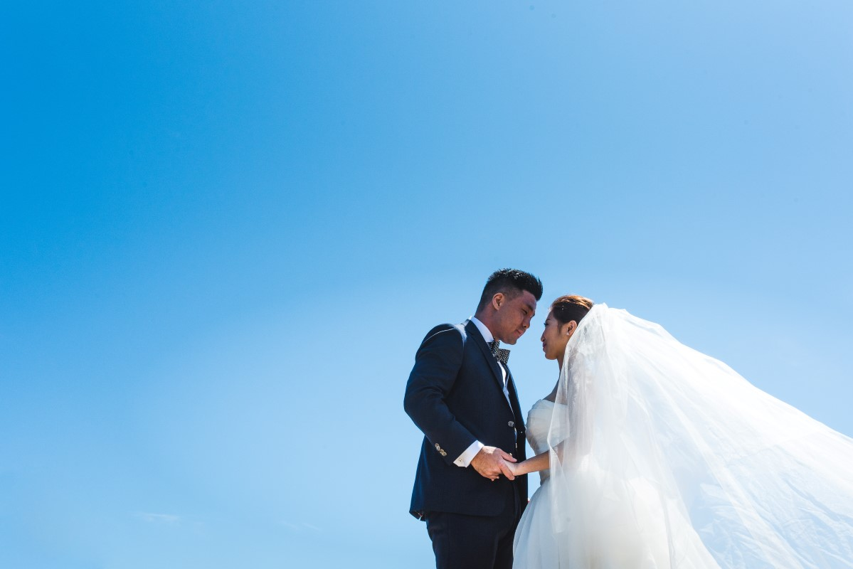 Oak Bay Beach Hotel Wedding of Ricky and Hannah with Jesse Holland and West Coast Weddings Magazine