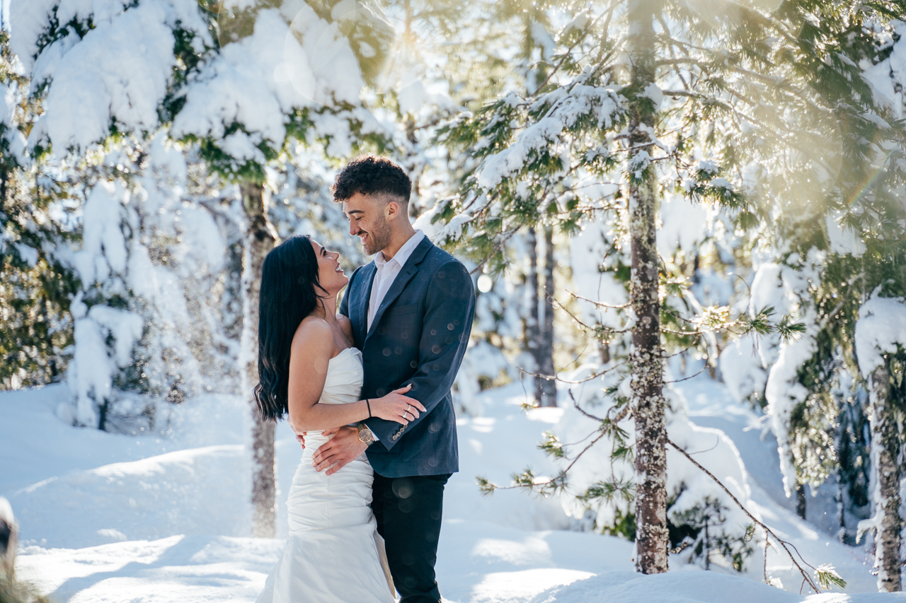 Sea to Sky Winter Dreamscape by Helen Sarah Photography Love on the Sky Bridge Vancouver Wedding Magazine