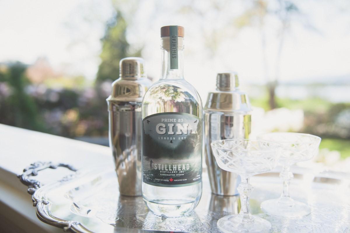 Gin drinks with Stillhead Distillery in Cowichan Valley Local Love Weddings