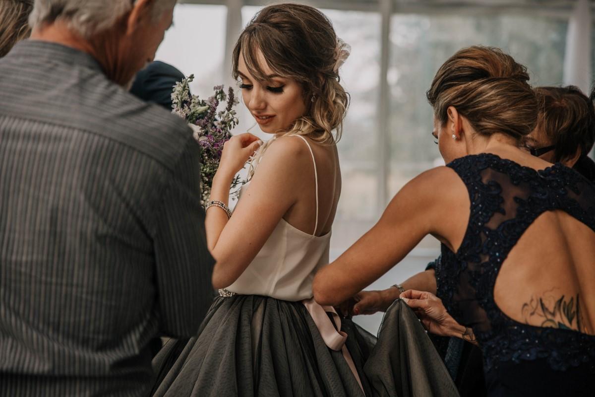 Sweet Memories of Bride Getting Ready