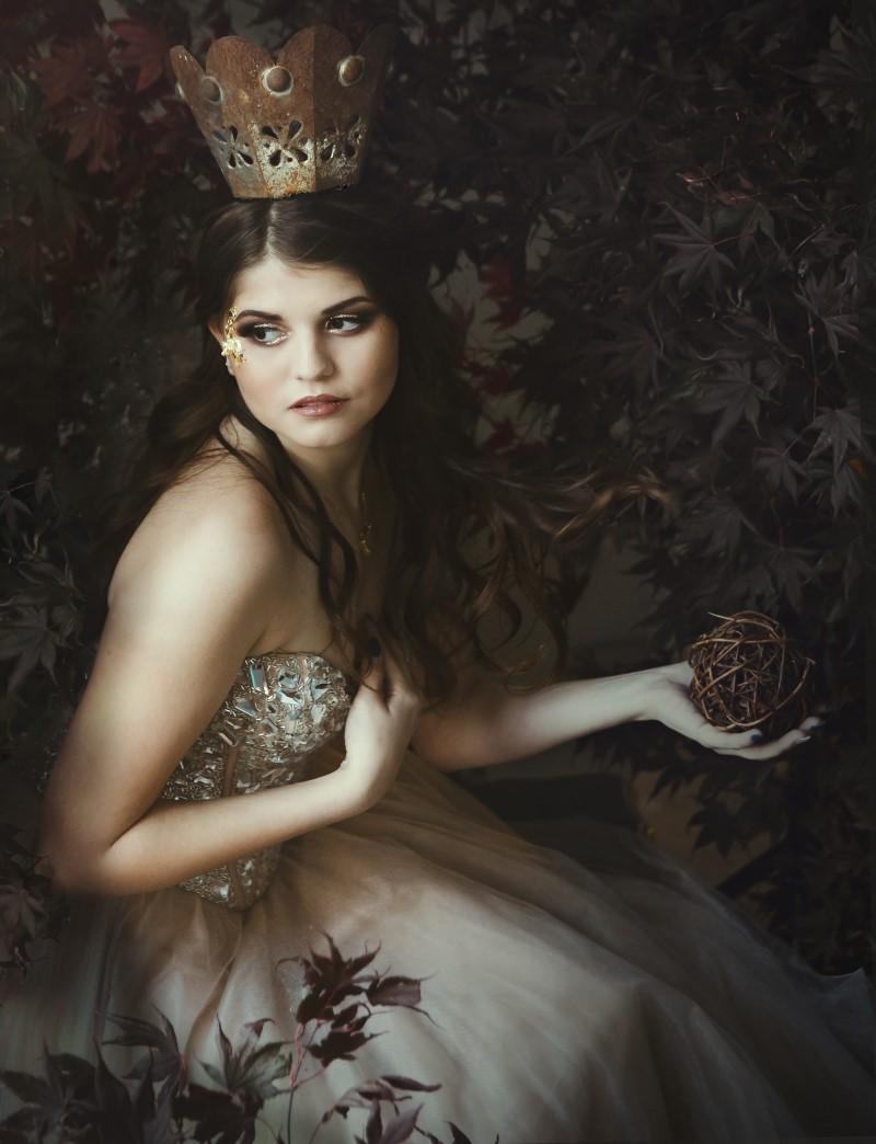 Royal inspiration bride wearing crown