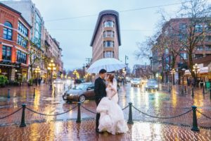 Wedding Couple in Vancouver Street with umbrella by sowedding photography