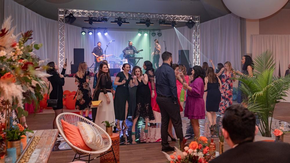 DJ Chirs Poynter keeps the crowd dancing at Vancouver Island Wedding Awards 2020