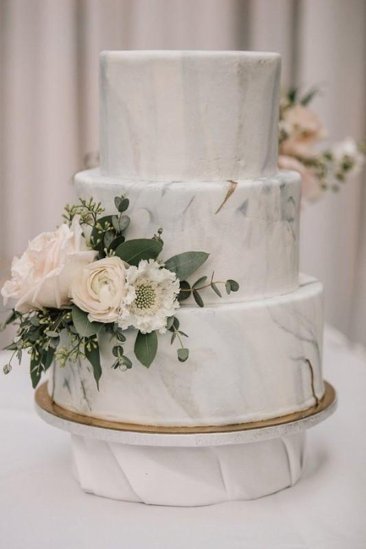 marble-wedding-cake-3-tiers-600x900-1