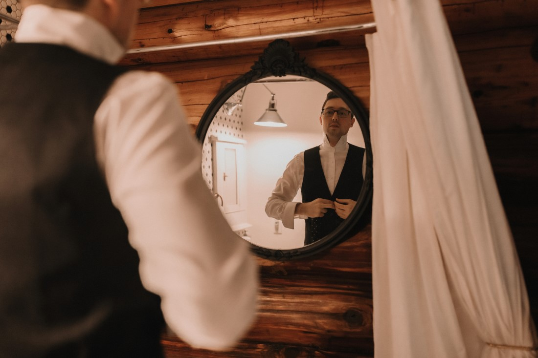 Groom buttons shirt getting ready for wedding by Jennifer Picard Photography