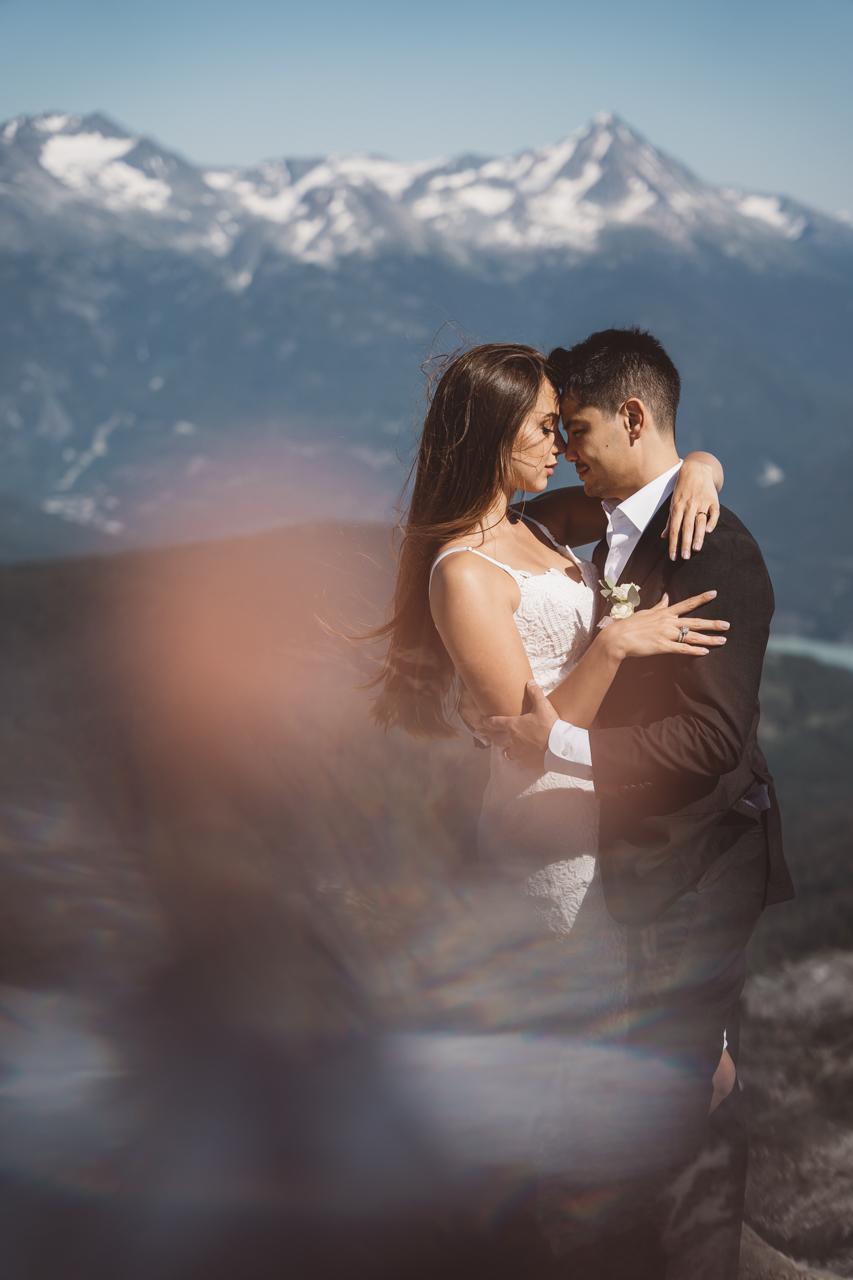 Wedding in the Whistler Mountaintops newlyweds