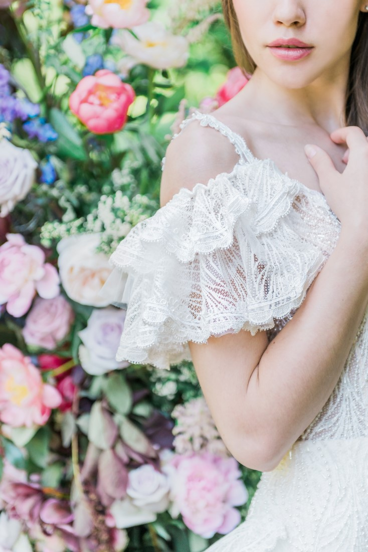 Bridal gown sleeve of lace flounces
