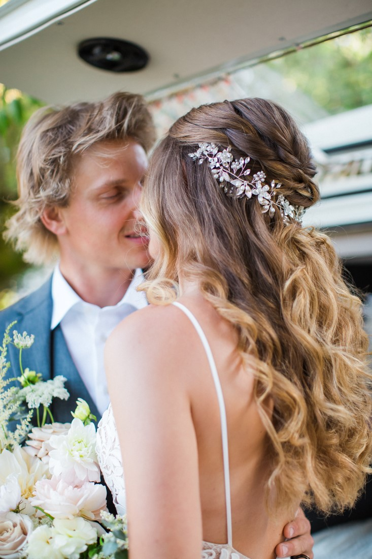 Eloping couple kiss during Covid wedding in Vancouver
