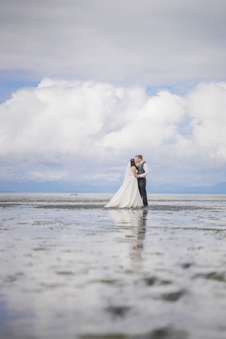 Couple marries along Vancouver water's edge