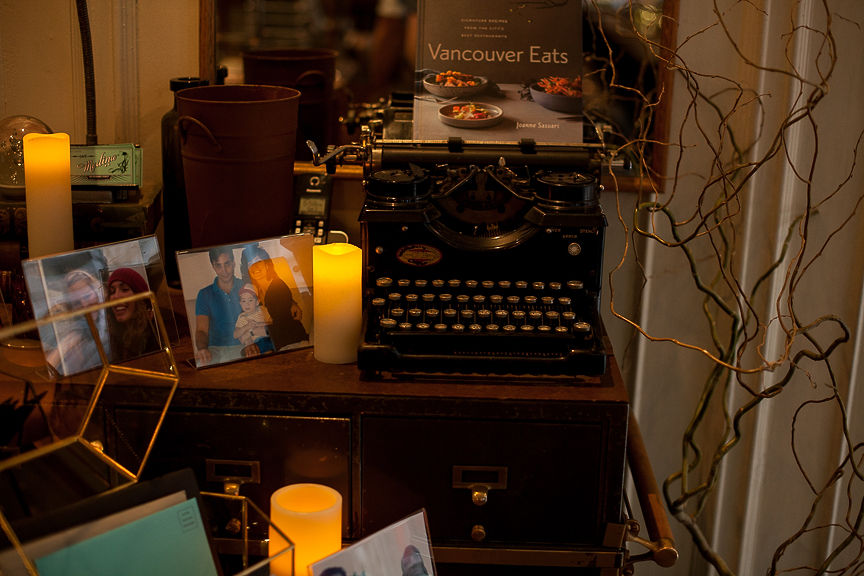Wedding table with antique typewriter and candles