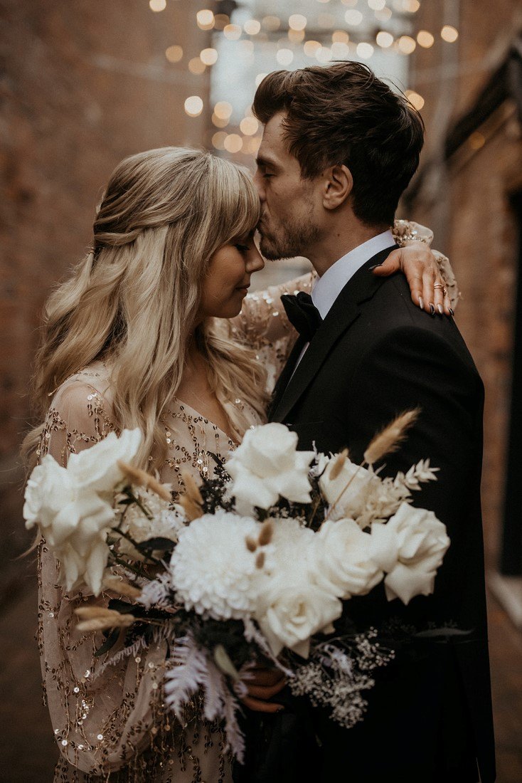 Romance & Champagne Kisses couple on Vancouver Island by En Vied Events