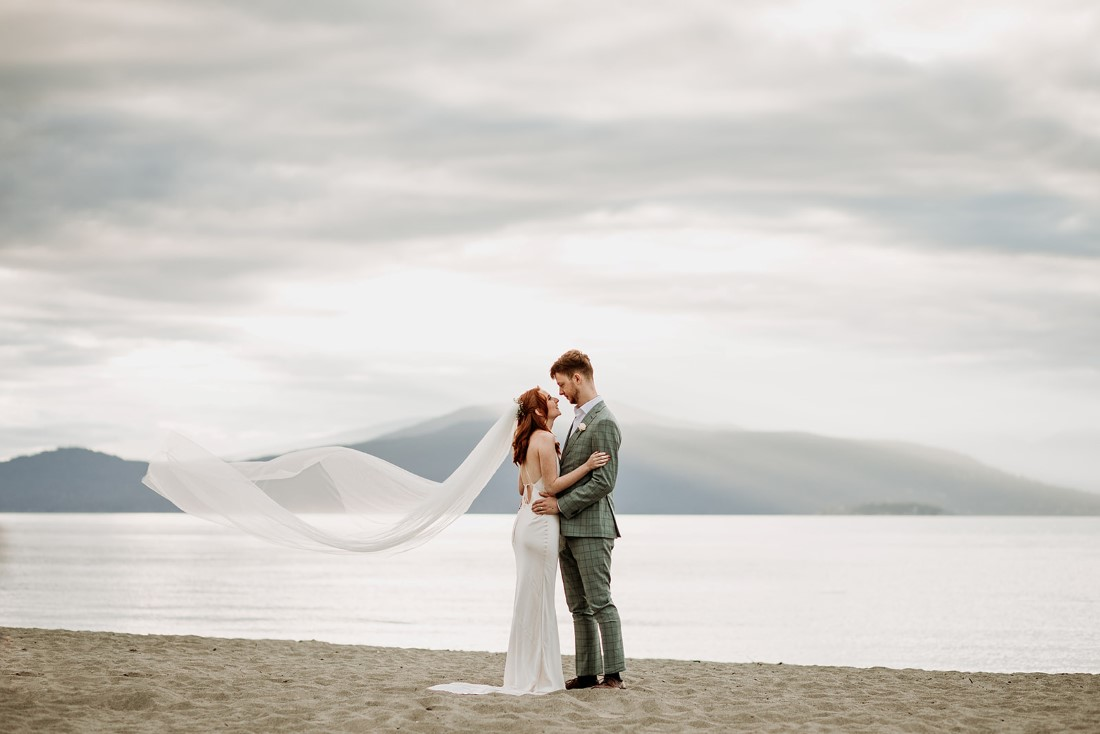 Newlyweds with Vancouver mountains behind them
