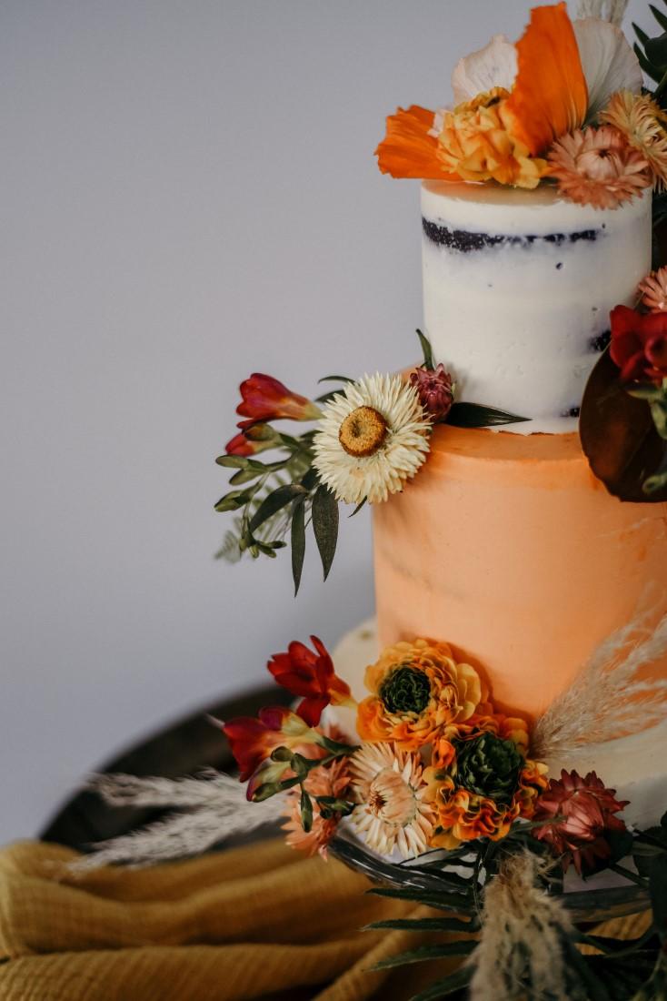 Deep Cove Winery Wedding Dayla Weiss Photo Bohemian inspired Wedding cake