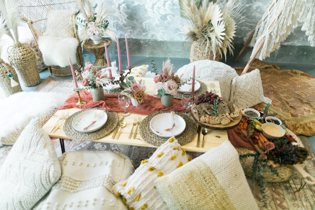 Macramé Boho Simply Sweet Photography sweethearts table with decorative pillows