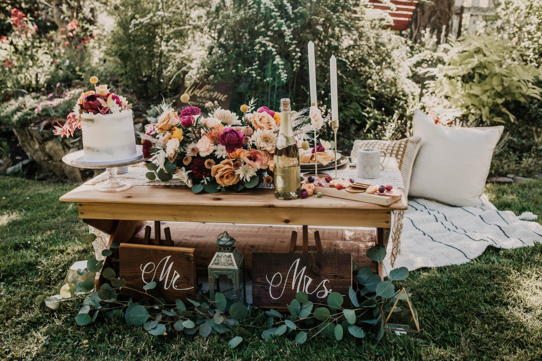 Luxurious picnic sweetheart table at HCP Gardnes Vancouver Island