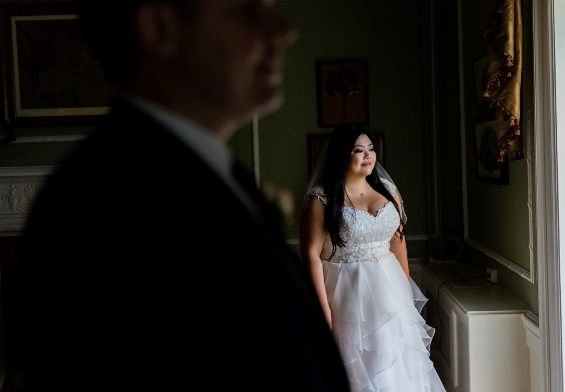 Newlyweds portrait at Hycroft Manor by Justin Kho Photography